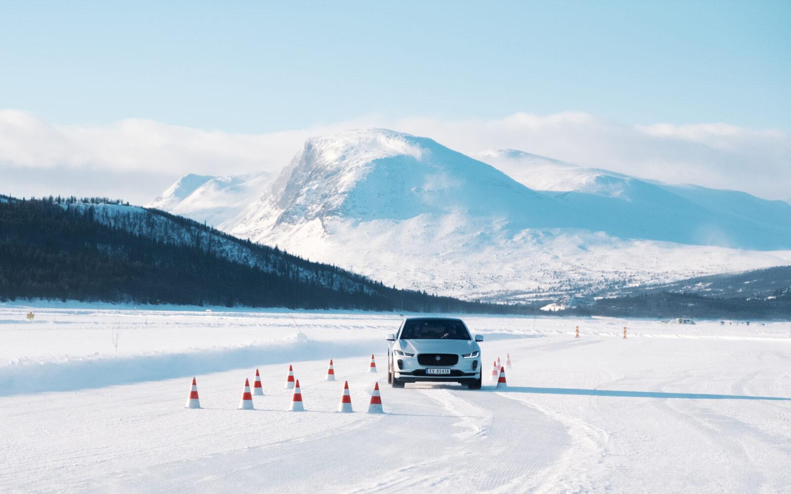 2020 02 12 Winter Experience Jaguar LR 35